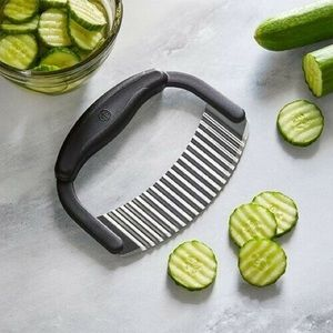 The Pampered Chef Crinkle Cutter